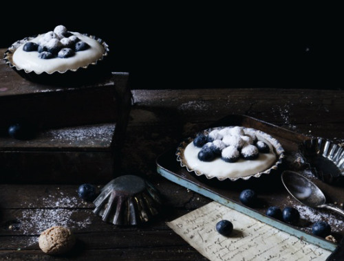 No-Bake Blueberries & Greek Yogurt + Ricotta Cream Tartellette With Amaretti Cookies | The Freaky Table by Zaira Zarotti