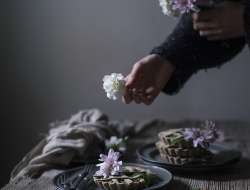 Ode to my garden and two recipes with spontaneous herbs | The Freaky Table by Zaira Zarotti