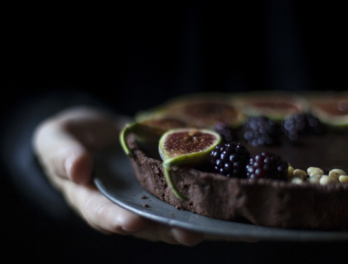 Towards a new season - Tarte au chocolat with figs, blackberries and pine nuts - The Freaky Table